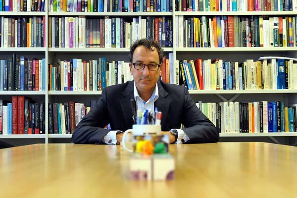 Diederik Stapel in zijn werkkamer in de Universiteit van Tilburg