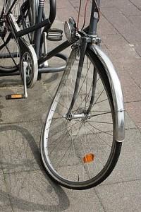 voorwiel fiets met slag